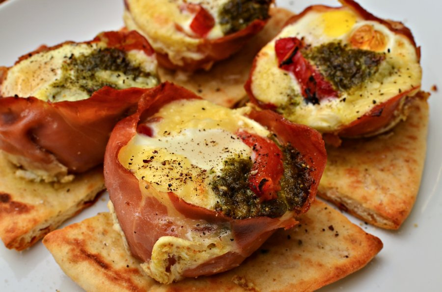 Healthy foods - Prosciutto Egg Cups
